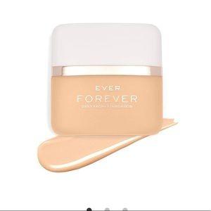 FOREVER Daily Facial Foundation- light warm
